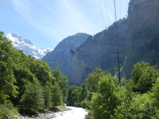 Lauterbrunnen Valley waterfalls: Cablecar to Stechelberg