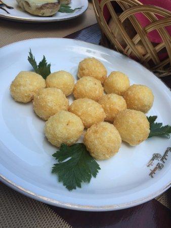 Turda, Romanya: Cheese balls. I forgot to take a snap of the doghnut. It was amazing :(