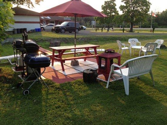 Sherkston, Canada: BBQ & Picnic area