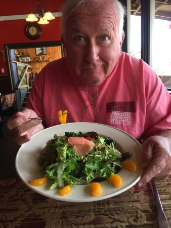 Dubois, WY: WONDERFUL salad and burger...staff was wonderful and our waiter was fantastic...
