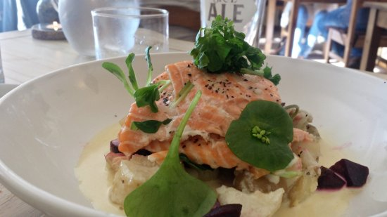 Edinbane, UK: salmon and rocket on a bed of something exceedingly tasty (but I can't recall what)