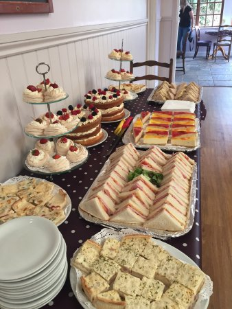 Moylegrove, UK: Afternoon tea!