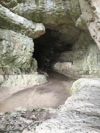 Tatabanya, Hungría: De grot bezoeken is zeker de moeite waard. Kleine 200 mtr vanaf dit monument.
