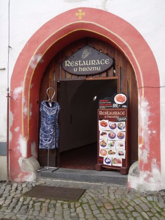 Restaurace U Hroznu: Entrance to restaurant