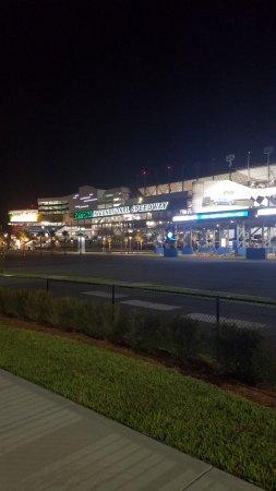 Quality Inn Daytona Speedway: Across the street from the hotel