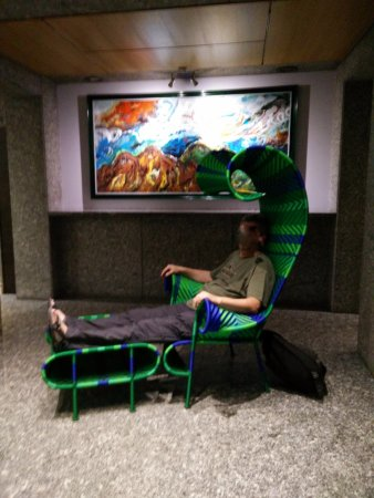 BEST WESTERN PLUS Executive Hotel and Suites : a strange chair at the entrance