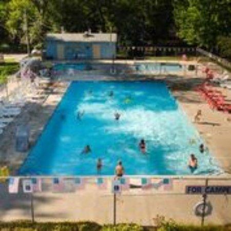 Volo, IL: Heated pool, hot tub, kiddie pool