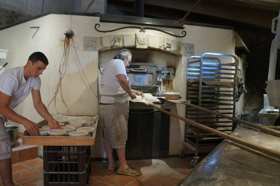 Les Maitres de Mon Moulin: Roland Feuillas baking himself the breads.