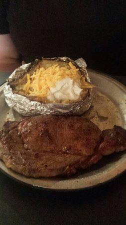 WesterN SizzliN Steakhouse: Ribeye and baked potato