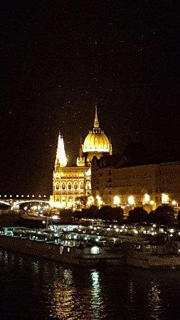 Carlton Hotel Budapest: 20160711_233149_large.jpg