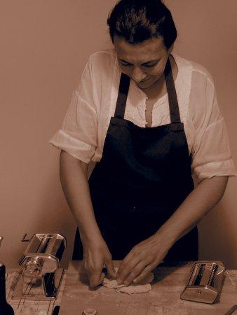 Toscana in Bocca : Chef Stefania making pasta