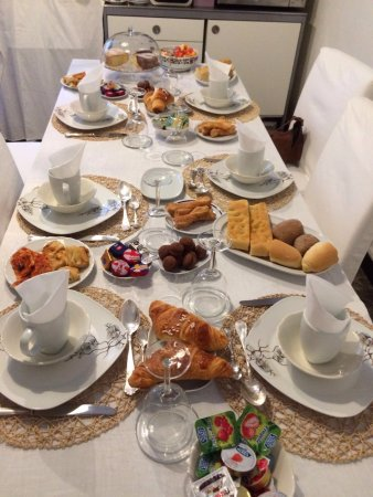 B&B Piazza Italia: Breakfast table