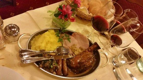 Dolomites Inn: Cena trentina del giovedì