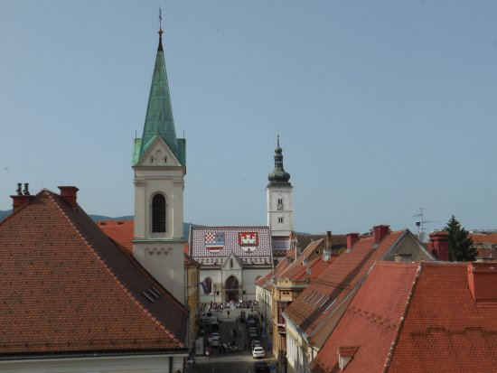 Lotrscak Tower: Вид с башни на церковь Святого Марка.