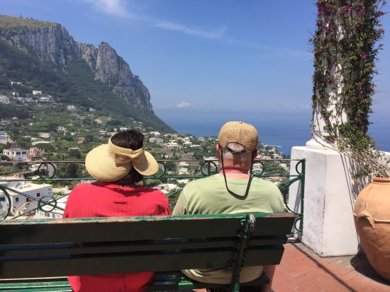 Green House Sorrento: A couple enjoying the view in Capri... Only a half hour boat ride from Sorrento