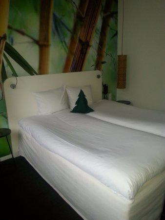 Conscious Hotel Vondelpark: habitacion comoda.