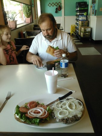 Prince George, VA: They offer everything from a 1/3lb hamburger to a 4lb bacon cheeseburger!