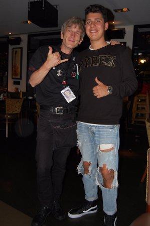 Hard Rock Cafe Berlin: Il nostro cameriere, simpaticissimo e bravissimo