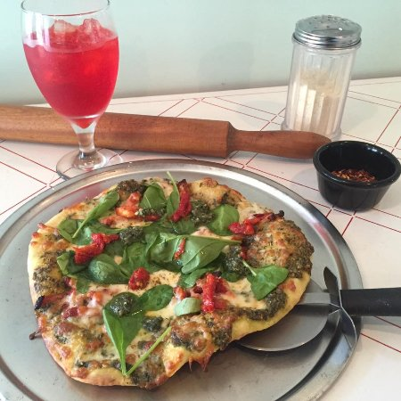 Fredericktown, MO: Homemade artisan pizza every Friday and Saturday