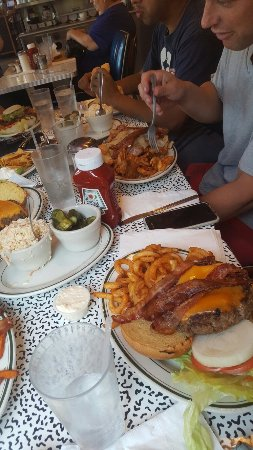 Bayside, NY: Helllooo New York 7 Oz medium burger with cheddar and bacon. Pretty enjoyable however just too m