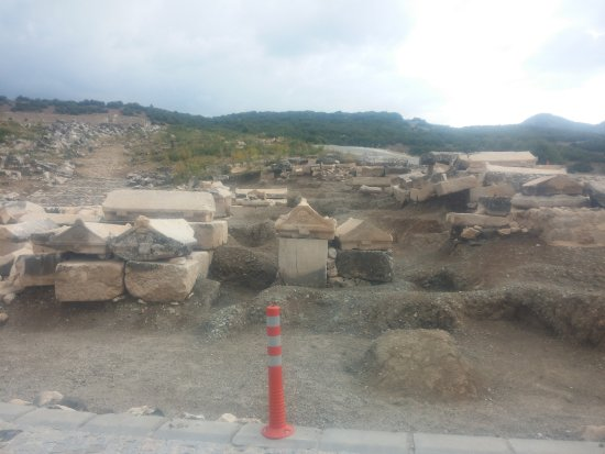 kibyra antik kenti (gölhisar)-nekropol