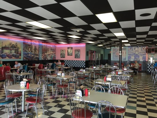 Mount Olive, Carolina del Norte: Cool 50's decor