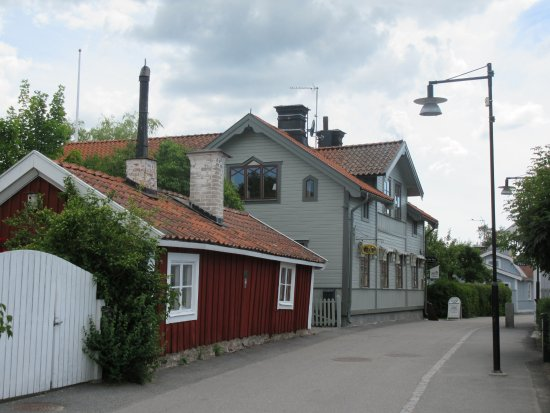 Trosa, Sverige: View from the street (green building).