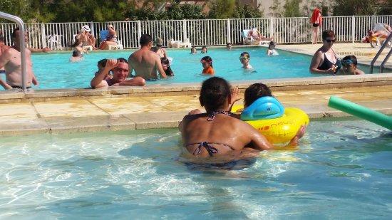 Saint Saturnin les Avignon, Francja: pas de jaloux : piscine pr petits & grands