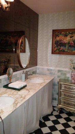 The Pontchartrain Hotel Lobby Bathroom So Pretty