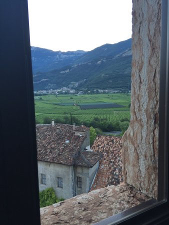 Calliano, Italia: Vista da una delle sale del castello