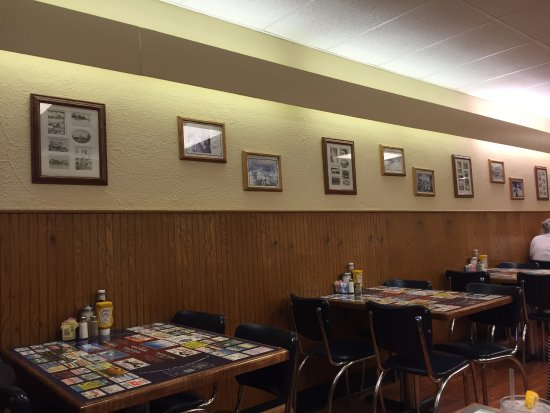 Saint Clair, MO: You can see the kind of seating at Lewis Cafe
