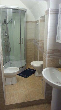 Albatro Rooms: Stanza 3, bagno appena rimodernato con doccia idromassaggio