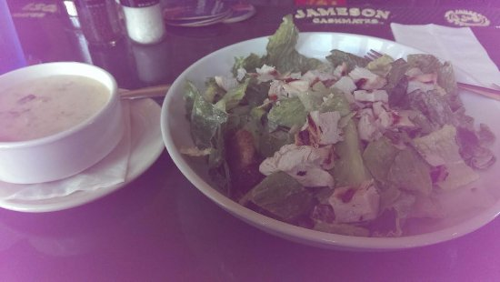 Nathaniel's Pub: soup and salad