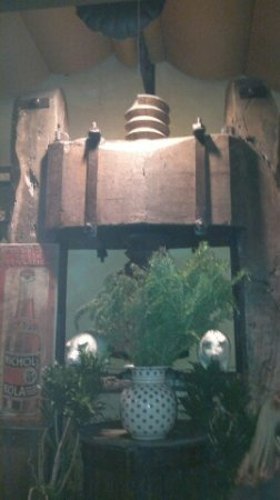 Trattoria dei 13 Gobbi : un vieux pressoir