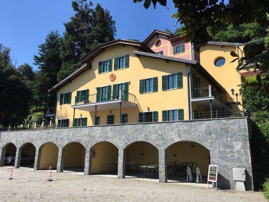Belgirate, Italy: Территория и пляж