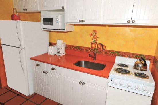 Blue Seas Courtyard: kitchen