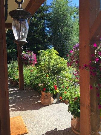 Catbird Ridge Summerland Bed and Breakfast: photo0.jpg