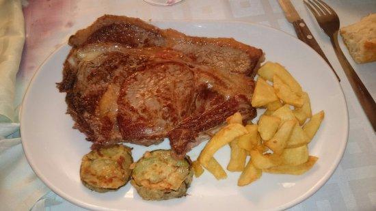 Burgohondo, España: Restaurante Romogusma