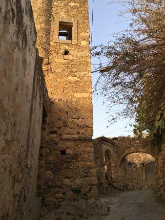 Maroulas, Hellas: Untouched parts of the castle, adjacent the villa