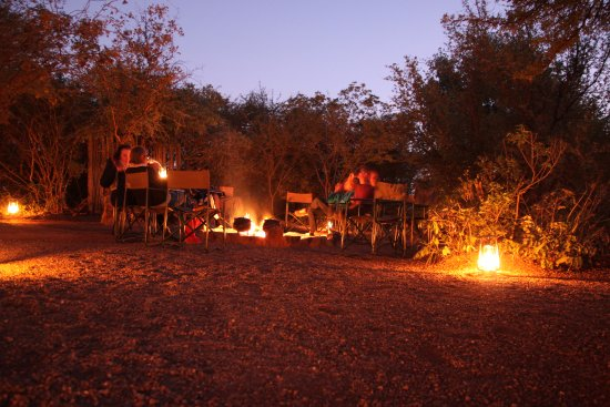 Mosetlha Bush Camp & Eco Lodge: Around the fire at night