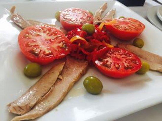 EL Descanso: ensalada tomate y ventresa