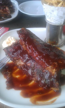 Bexhill-on-Sea, UK: BBQ Pork ribs with chips