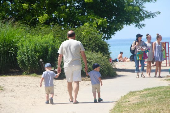 St. Catharines, Canadá: Checking out the beach