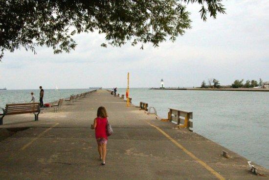 St. Catharines, Canadá: The pier at Lakeside Beach park