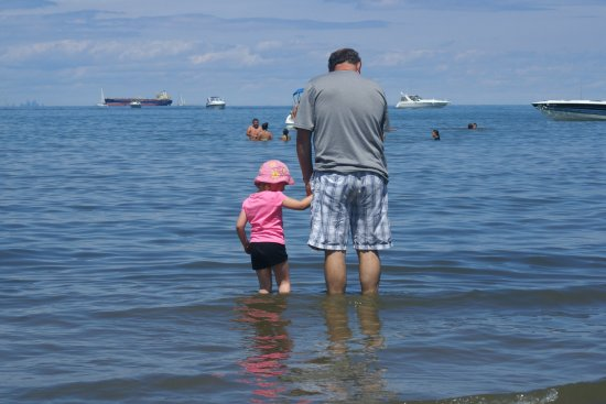 St. Catharines, Canadá: Dipping our feet in