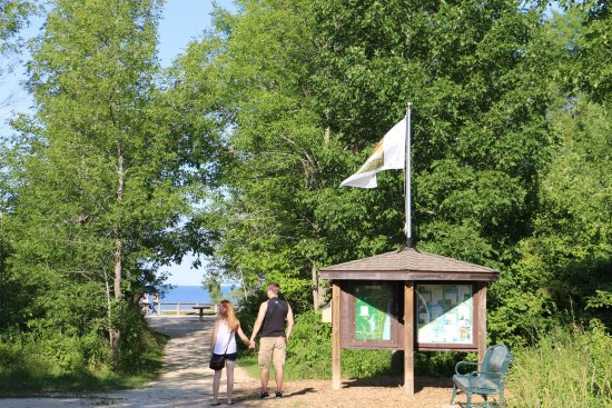 Grafton, WI: Nice little county park, smack on top of the cliffs of Lake Michigan.   Dozens of trails, nicely