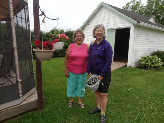 O'Leary, Canadá: Lilly has some beautiful flowers at her B&B