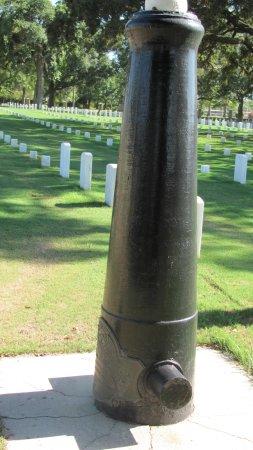 Barrancas National Cemetery : Civil War moument