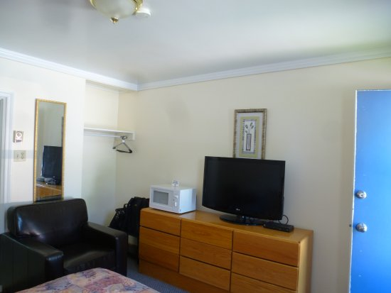 Port Elgin, Канада: bedroom sofa, TV, microwave