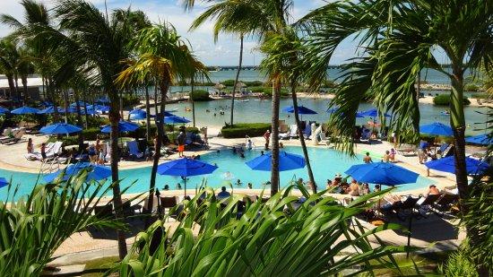 Hawks Cay Resort: Pool and lagoon